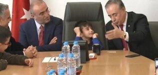 Mustafa Cengiz koltuğu Yusuf'a verdi