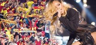 Ve Rihanna geliyor! Stadyumda...