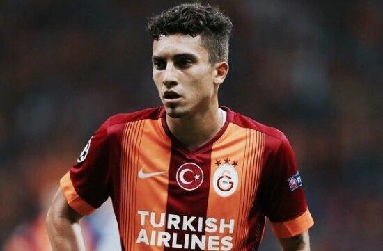 Alex Telles resmen Porto'da!