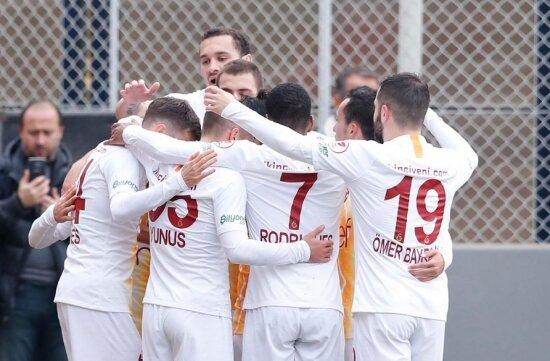 Galatasaray'da 2000 ruhu ateşlendi