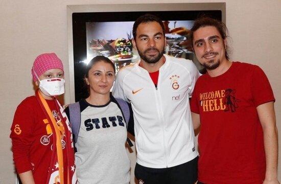 Lösemi hastası Cansu'nun Galatasaray hayali gerçeğe dönüştü