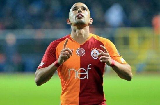 Feghouli için Sevilla devrede