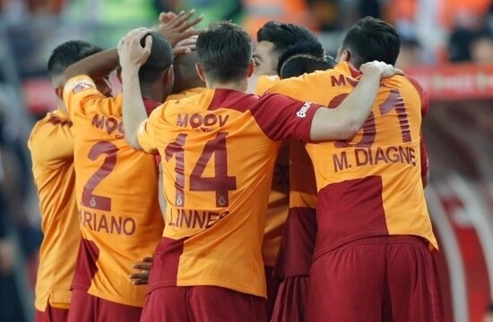 Galatasaray'da şampiyonluk dopingi 10 milyon TL!