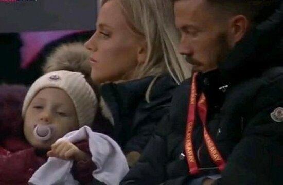 Galatasaray'da duygusal fotoğraf; Linnes ve ailesi