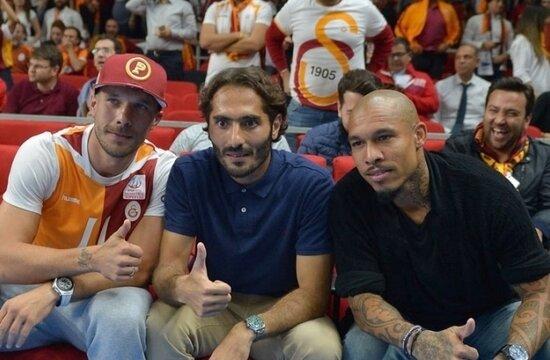 Podolski'den Ergin Ataman'a tebrik!