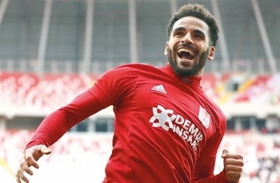Galatasaray, Douglas transferi için gaza bastı!