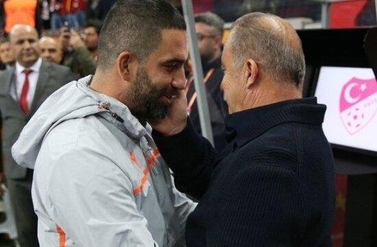 Galatasaray'da Arda Turan defteri kapanmadı