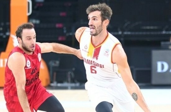 Galatasaray, sahasında 4 sayı farkla kaybetti