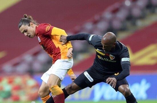Galatasaray, evinde puan kaybetmeye devam ediyor