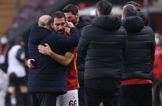 """Fatih Terim'den futbolcularla toplantı! """"Kalan maçları kazanıp şampiyon olacağız"""""""