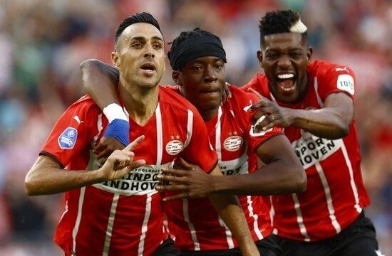 PSV'nin 3 yıldızı, Falcao'nun yarısı kadar kazanmıyor
