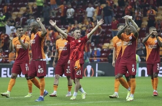 Galatasaray, UEFA'dan maaşları kurtardı