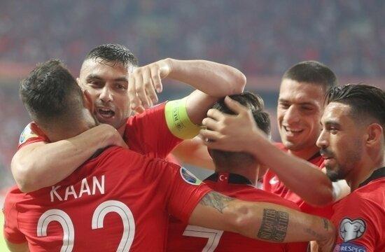 Galatasaray ve Beşiktaş'a Kaan Ayhan cevabı