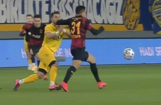Galatasaray'da Muhammed'e direkt kırmızı!