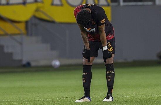 Galatasaray geri düşünce çeviremiyor!