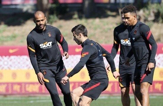 Galatasaray'da Saracchi, 11'e göz kırptı