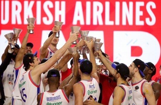 ÖZET: İşte Anadolu Efes'e şampiyonluk getiren tarihi maç