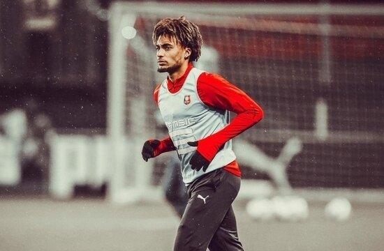Galatasaray, Sacha Boey'i bekliyor